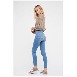 Free People Light Wash Mid-Rise Skinny Jeans